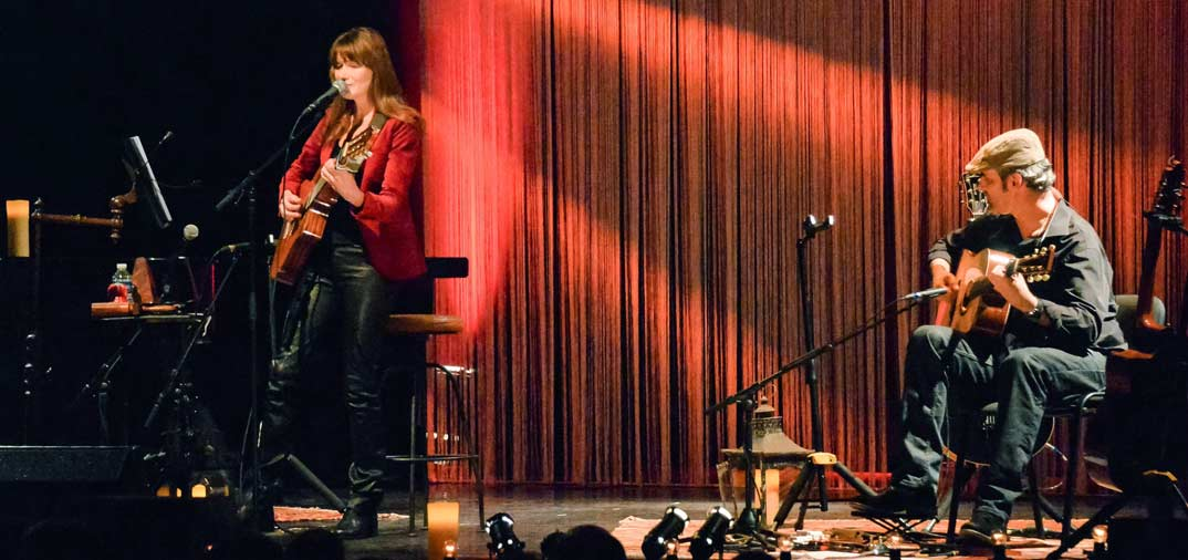 Carla Bruni finaliza su gira,  en España