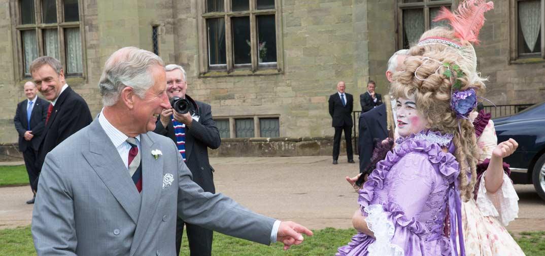 El príncipe Carlos de Inglaterra en el Castillo de Warwick