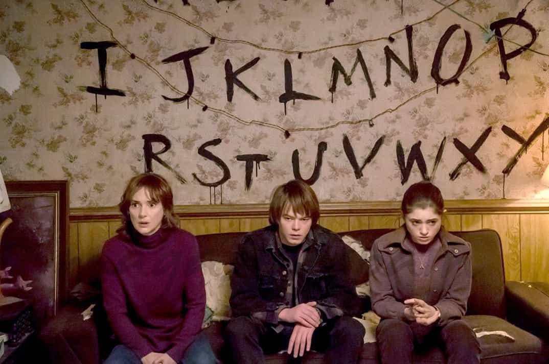 Charlie Heaton, Natalia Dyer y Winona Ryder-Sranger Things- © Netflix
