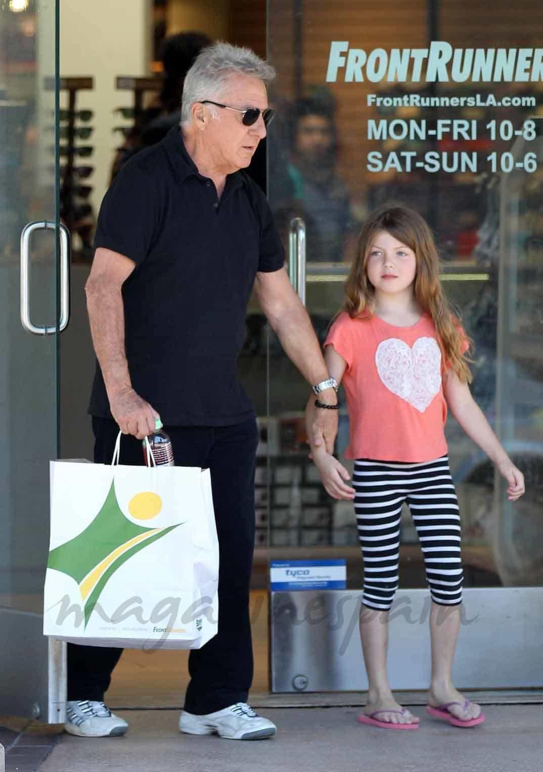 Dustin Hoffman y su nieta