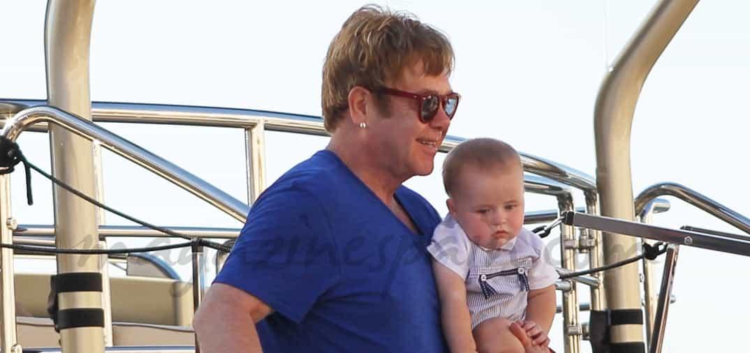 Elton John vacaciones con su marido y sus hijos
