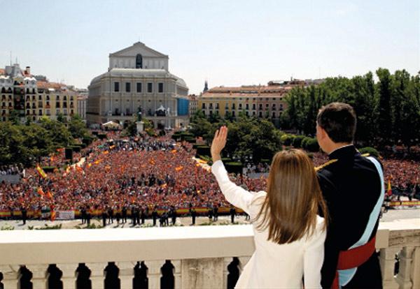 Felipe y Letizia, felicitan la Navidad como Reyes de España