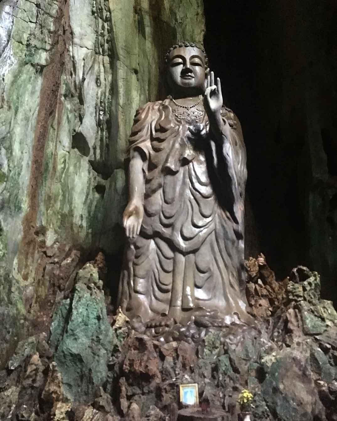 Budha en cueva Tang Chon