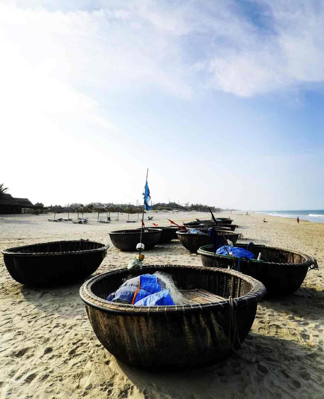 Barcas pescadores Cua Dai