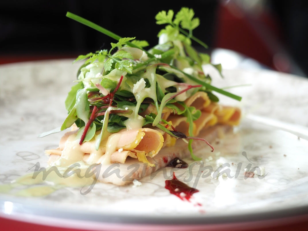 ensalada de anguila ahumada