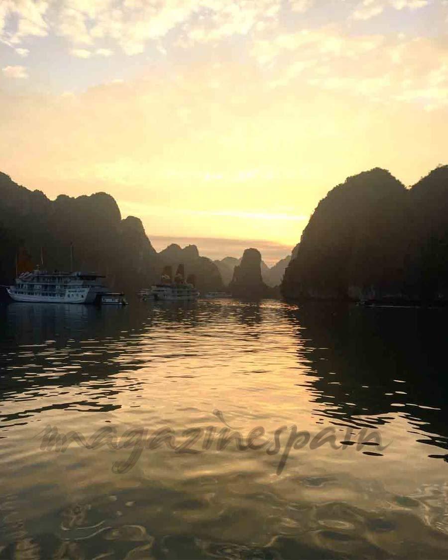 Atardecer Bahía de Halong