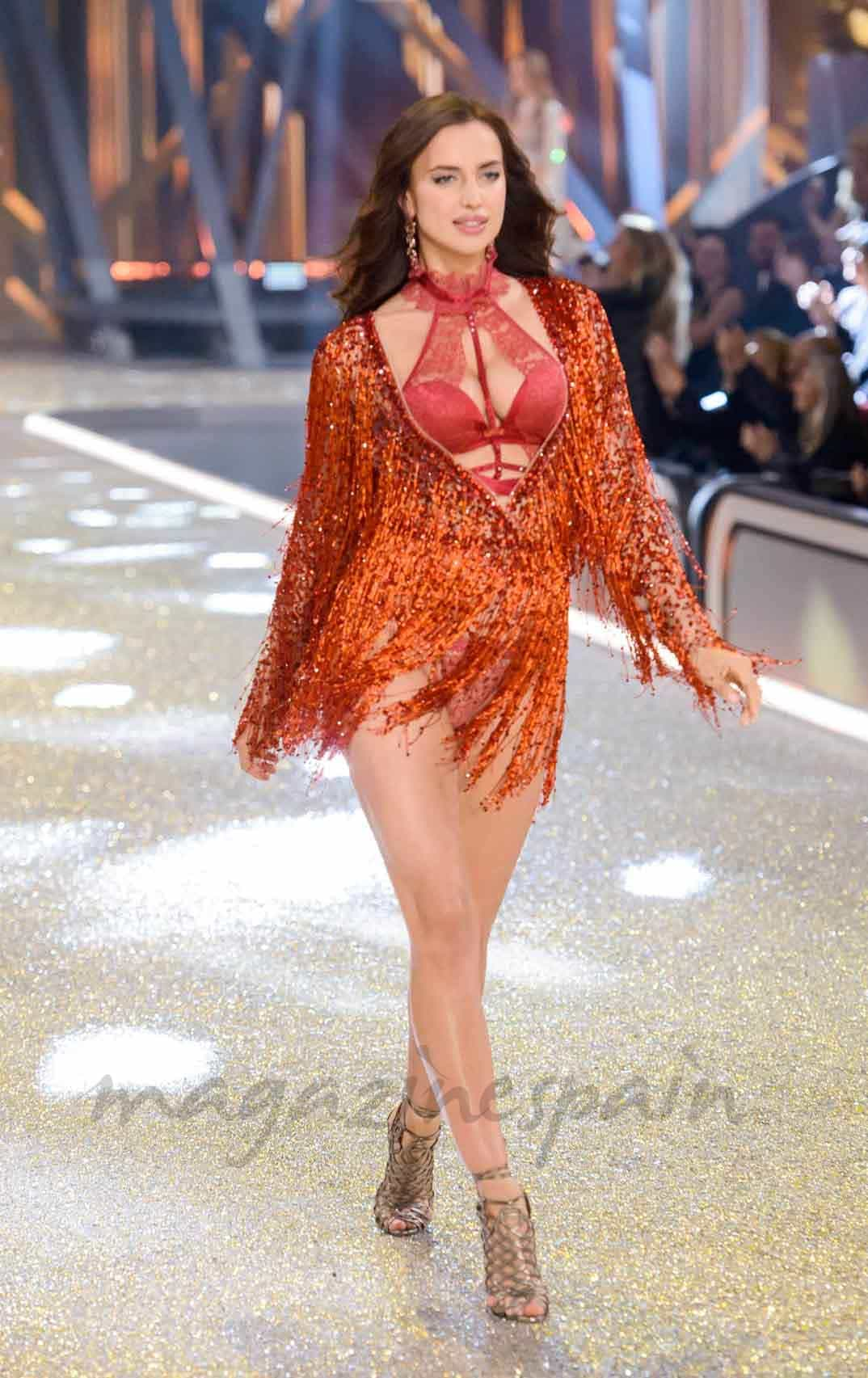 irina shayk en paris angel de victorias secret