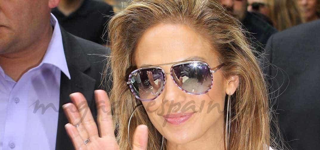 Jennifer López y sus originales gafas de sol