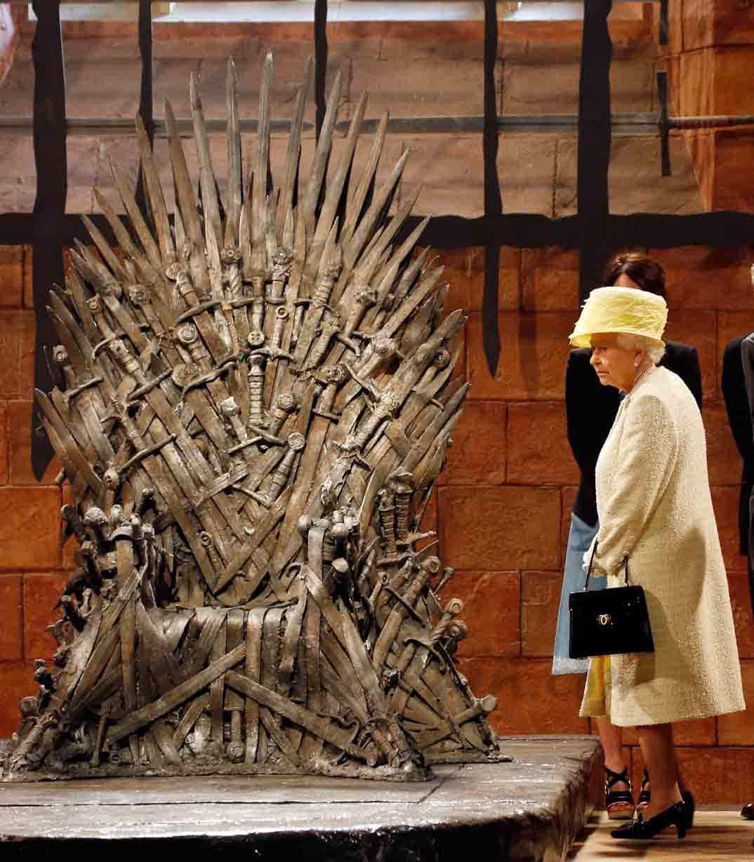Hasta la reina isabel ii visita juego de tronos for Silla juego de tronos