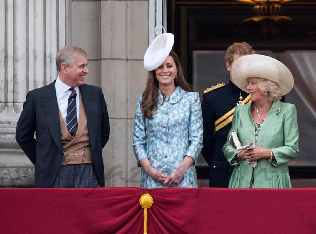 Kate Middleton, entrega el premio al mejor fotógrafo infantil del mundo, al español Carlos Pérez