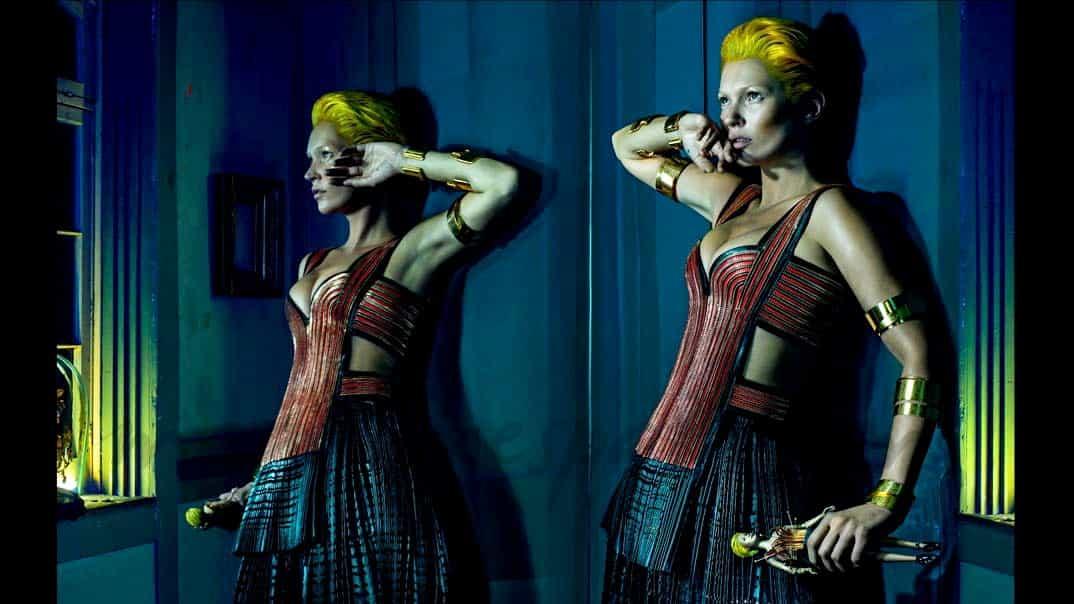 Kate Moss princesa guerrera de melena rubia ultraoxigenada