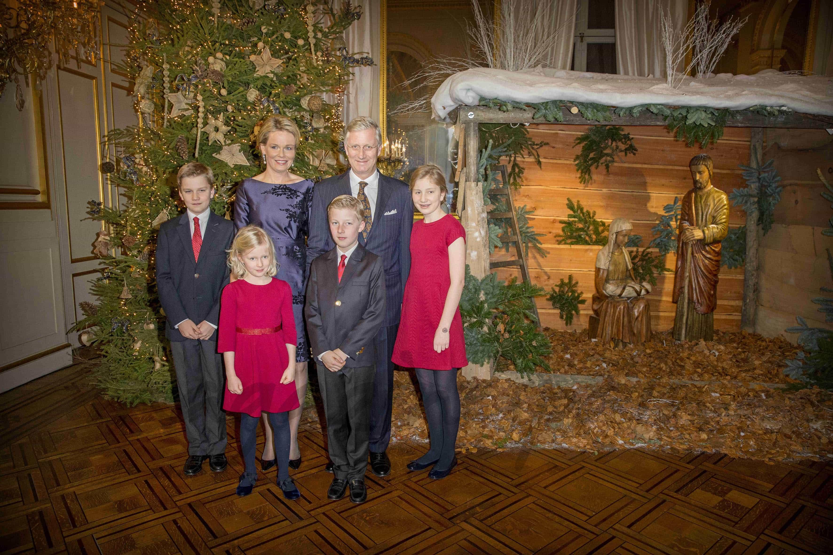 rey-philippe-reina-mathilde-princesa-elisabeth-prince-gabriel-principe manuel-y-princesa-eleonore en el concierto de navidad