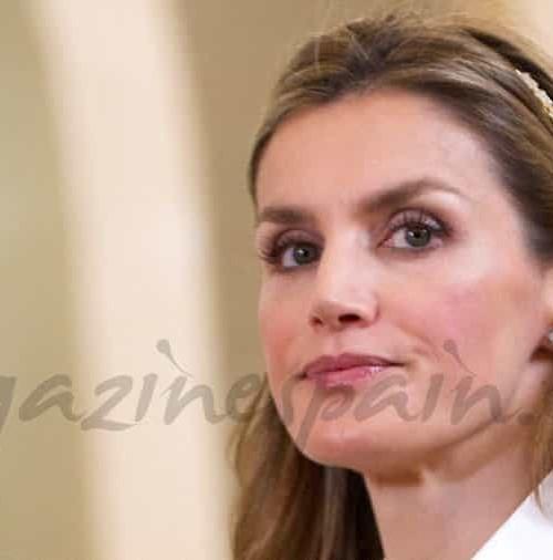 La princesa Letizia sorprende con una diadema de niña