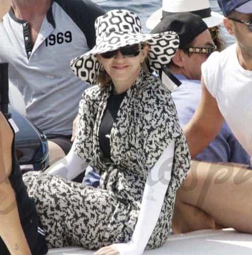 Madonna en bata por Ibiza