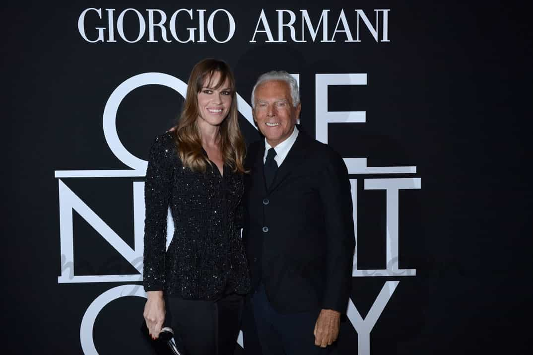 Hilary Swank y Giorgio Armani
