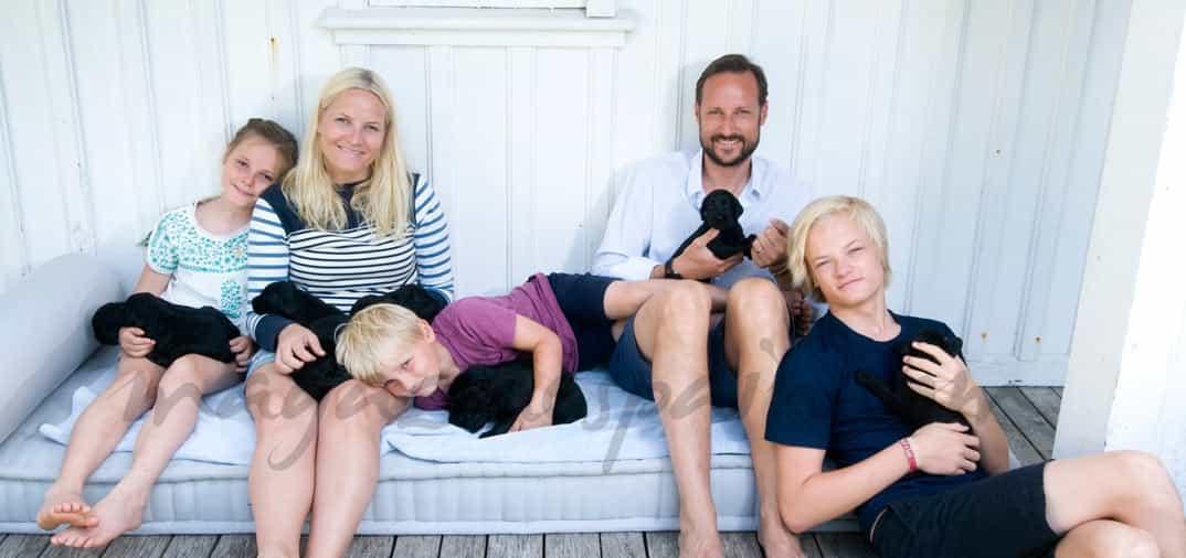 Los Principes de Noruega y sus 9 cachorros