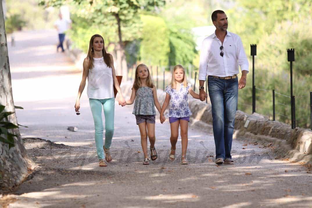 Los príncipes Felipe y Letizia con las infantas en Mallorca