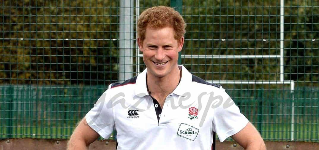 El Príncipe Harry juega al rugby