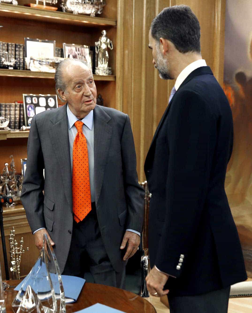Rey don Juan Carlos y el príncipe Felipe