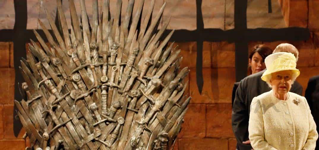 Hasta la reina Isabel II visita «Juego de tronos»
