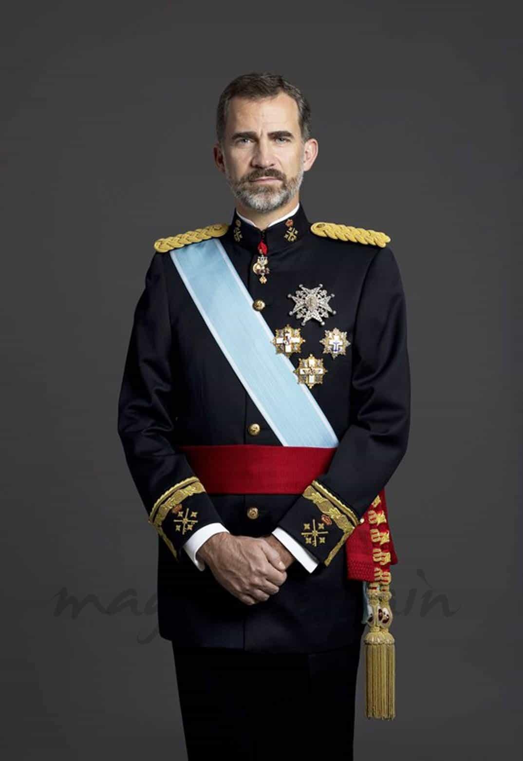 Felipe VI, ya tiene sus fotos oficiales como militar Felipe Vi