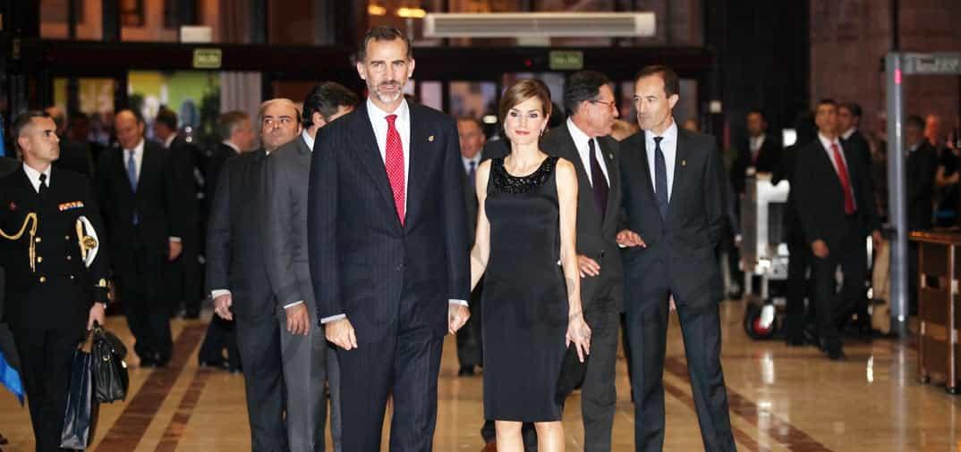 Don Felipe y doña Letizia asisten como Reyes al concierto Premios Príncipe de Asturias