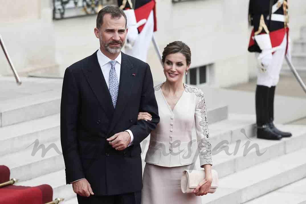 La reina Letizia se adelanta a la primavera