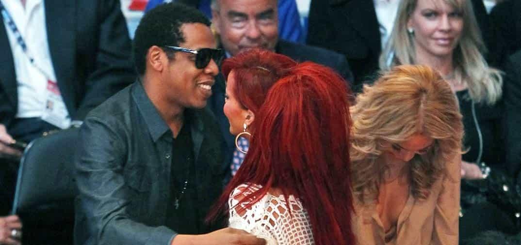 Rihanna se cruza entre Beyoncé y Jay Z