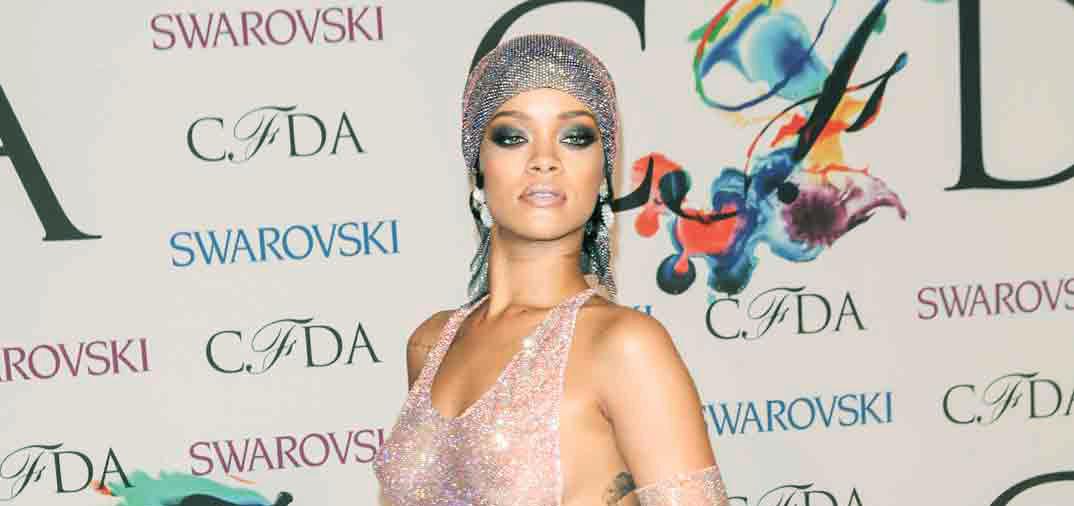 Rihanna cubierta de cristales de Swarovski