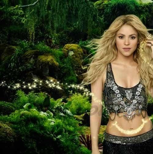 Shakira se rodea de futbolistas y de su hijo en su nuevo videoclip, para Brasil 2014
