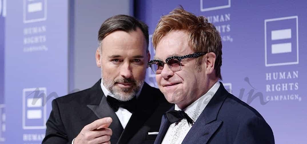 En su casa de Windsor, Sir Elton John y David Furnish se han casado