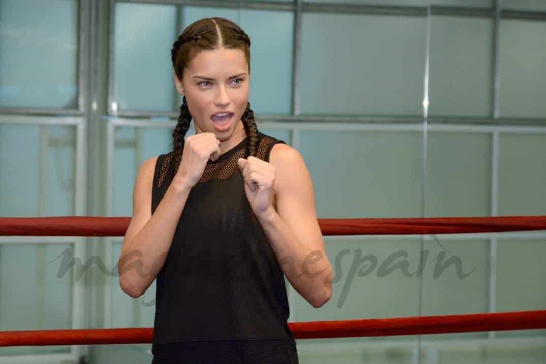 Adriana Lima boxeo para Victoria's Secret
