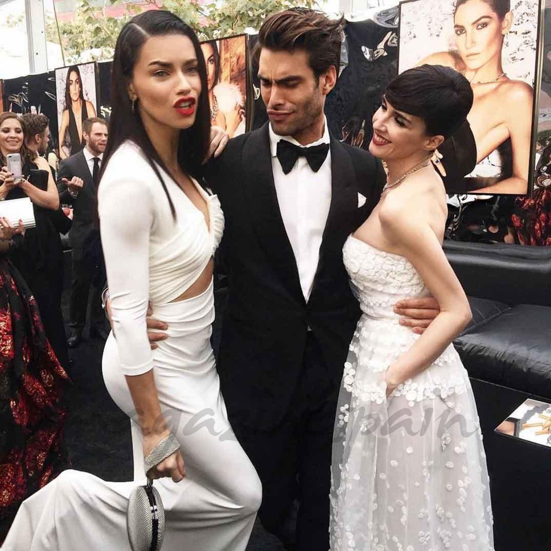 Adriana Lima, Jon Kortajarena y Paz Vega © Instagram