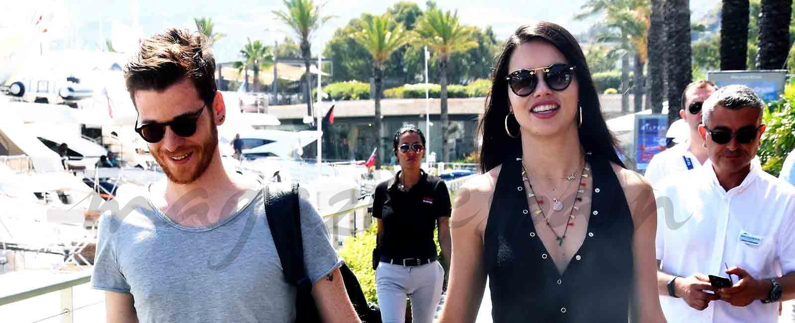 Adriana Lima y Metin Hara primer verano juntos