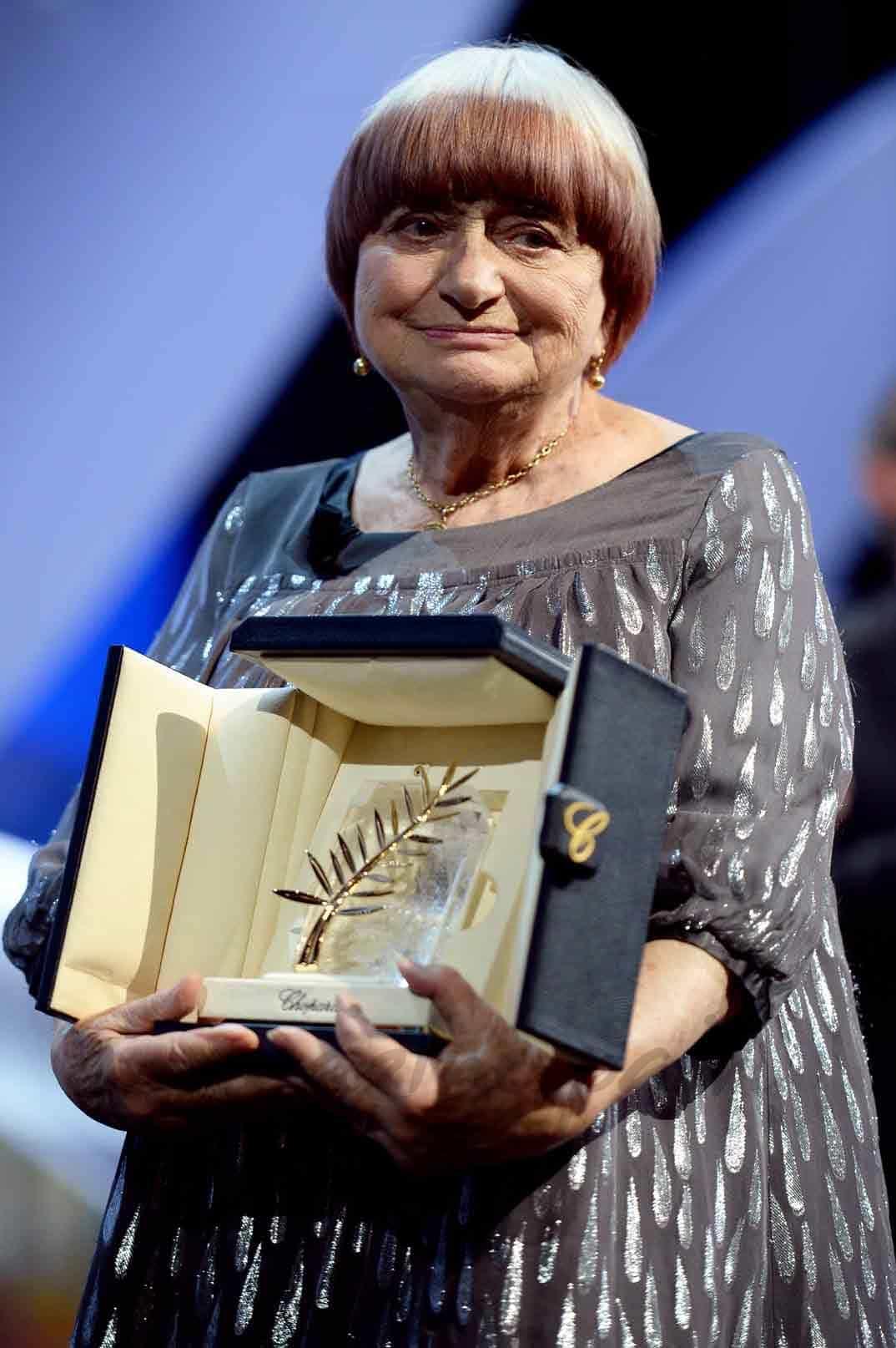 La directora Agnès Varda recoge la Palma de Oro de Honor del festival de Cannes 2015.