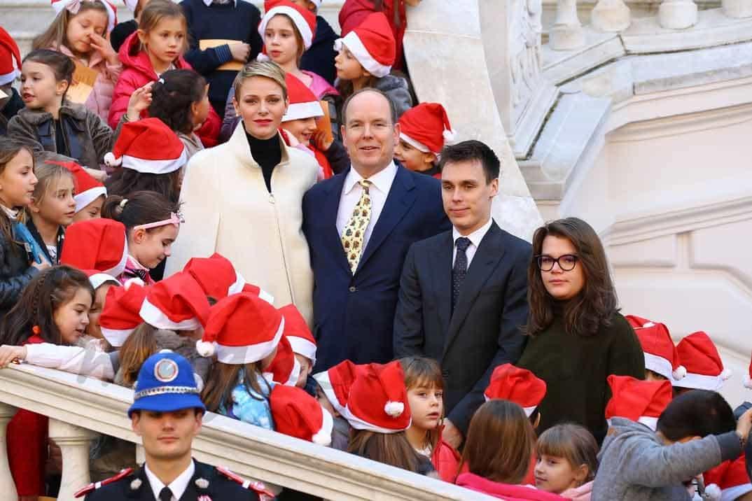 alberto-charlene-louis-ducruet-y-camille-gottleb inauguran la navidad en monaco