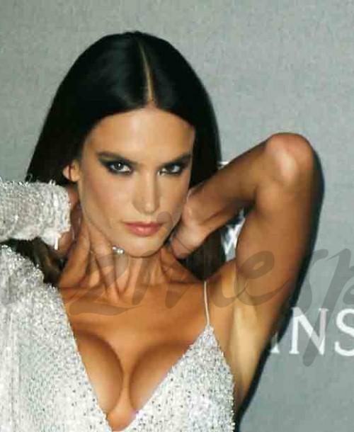 Nieves Álvarez y Alessandra Ambrosio: Duelo de estilos en blanco y negro