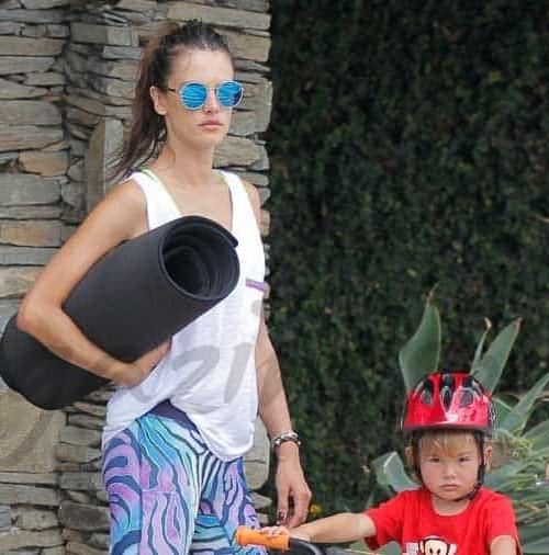 Alessandra Ambrosio ejerce de madre