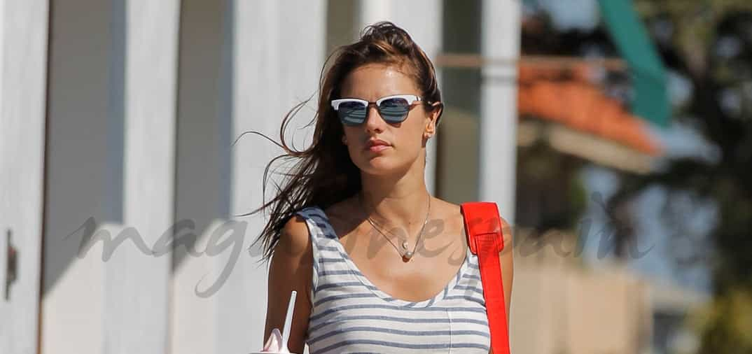 Alessandra Ambrosio se defiende del calor, en Los Ángeles