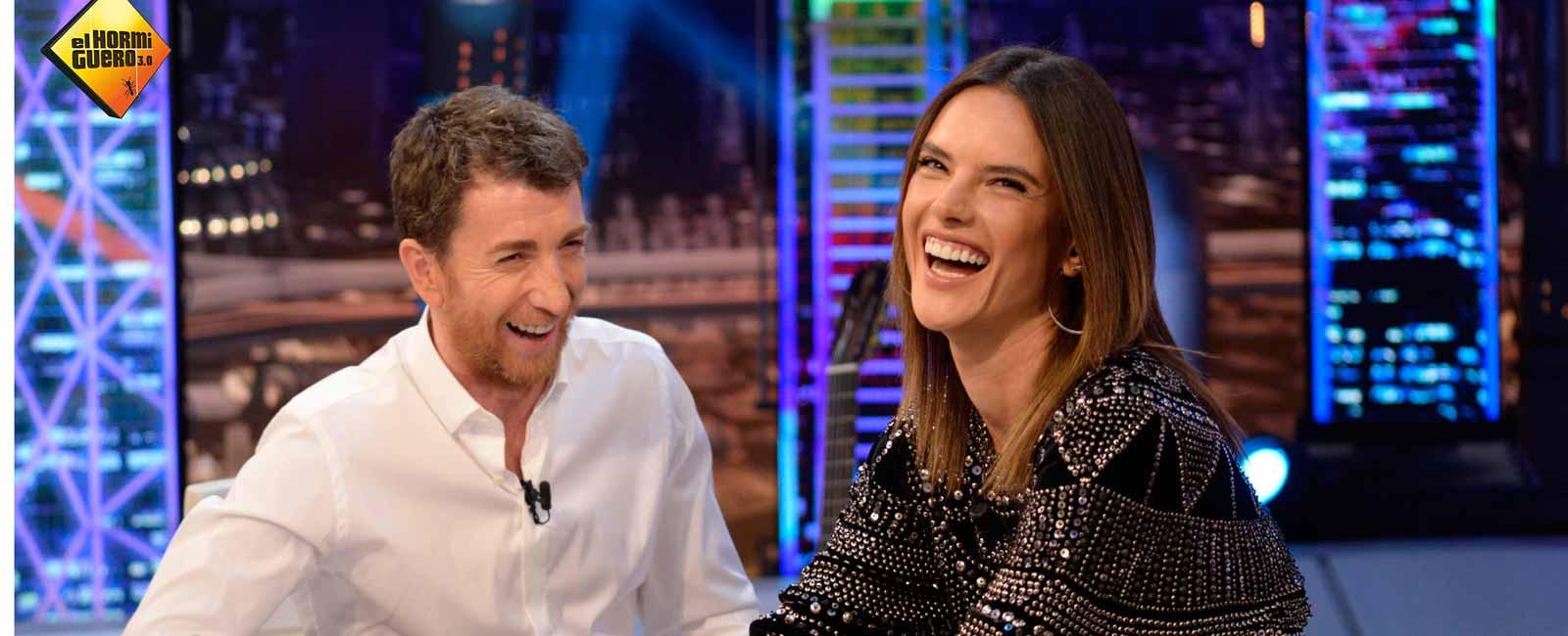 Alessandra Ambrosio se divierte en «El Hormiguero»