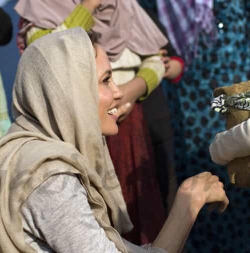 Angelina Jolie con los refugiados en Líbano