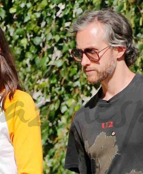 Anne Hathaway paseo en familia