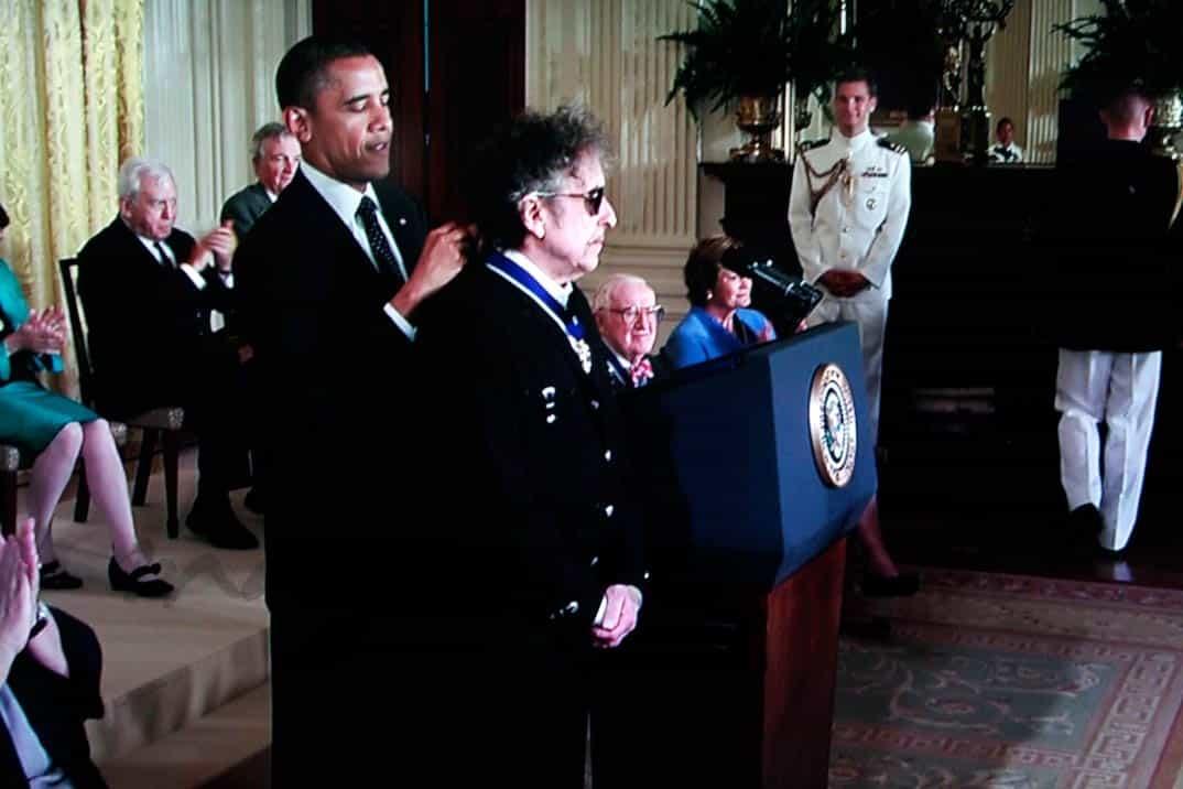 obama medalla a la libertad a bob dylan