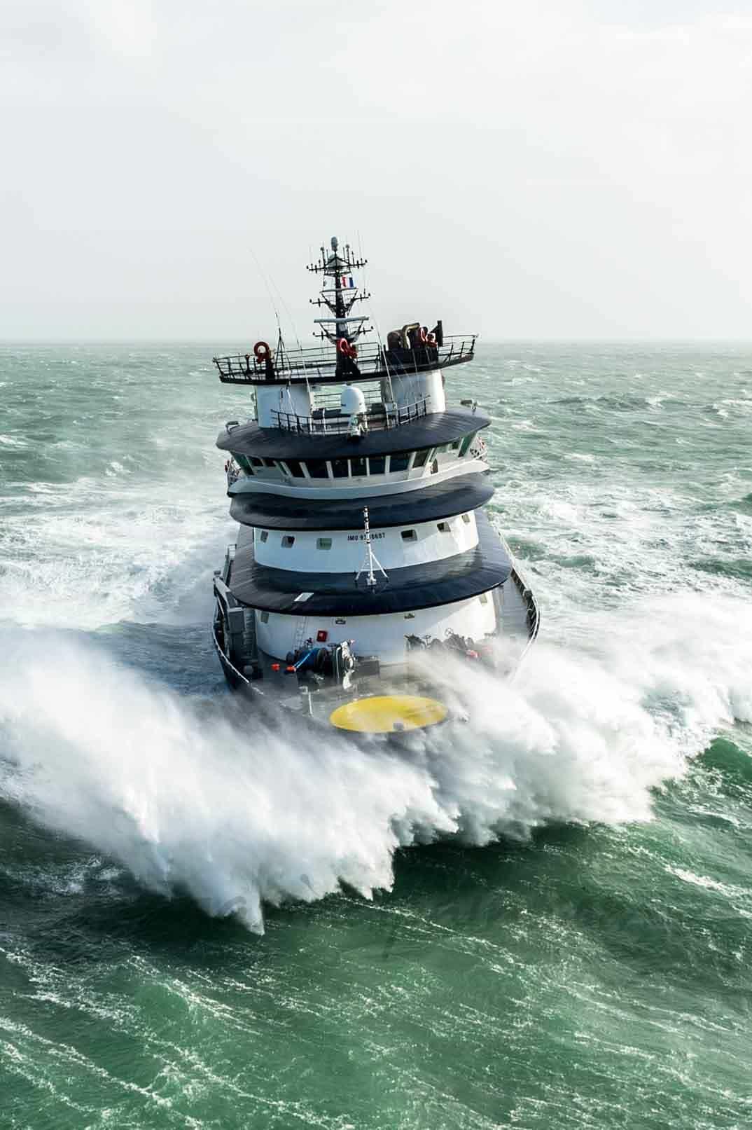 barco-en-la-tormenta