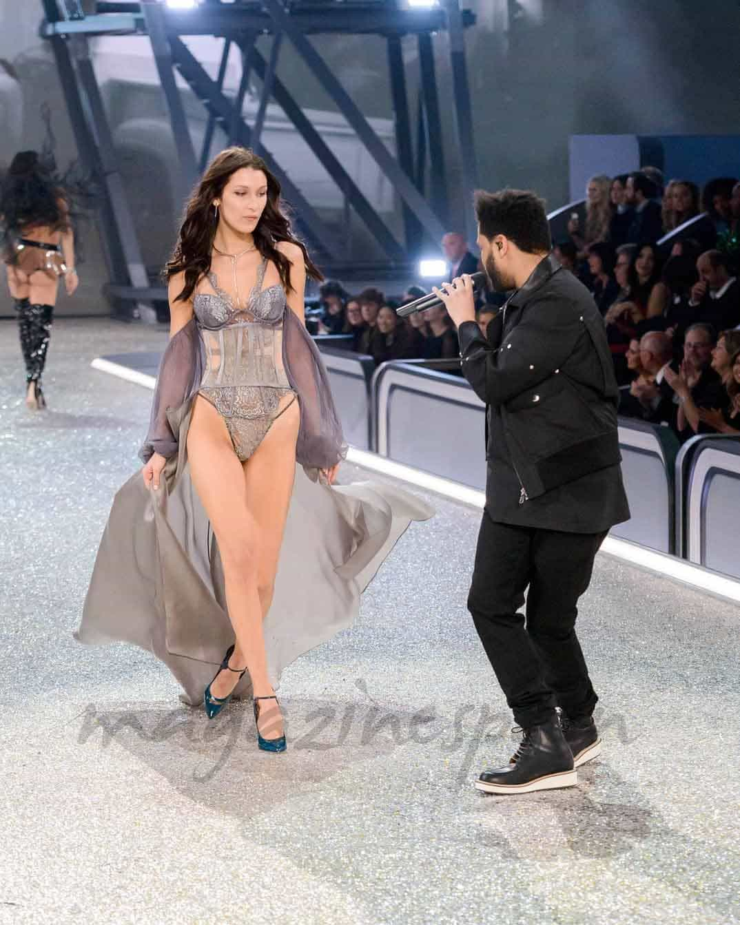 Bella Hadid y The Weeknd - Victoria's Secret Fashion Show Paris