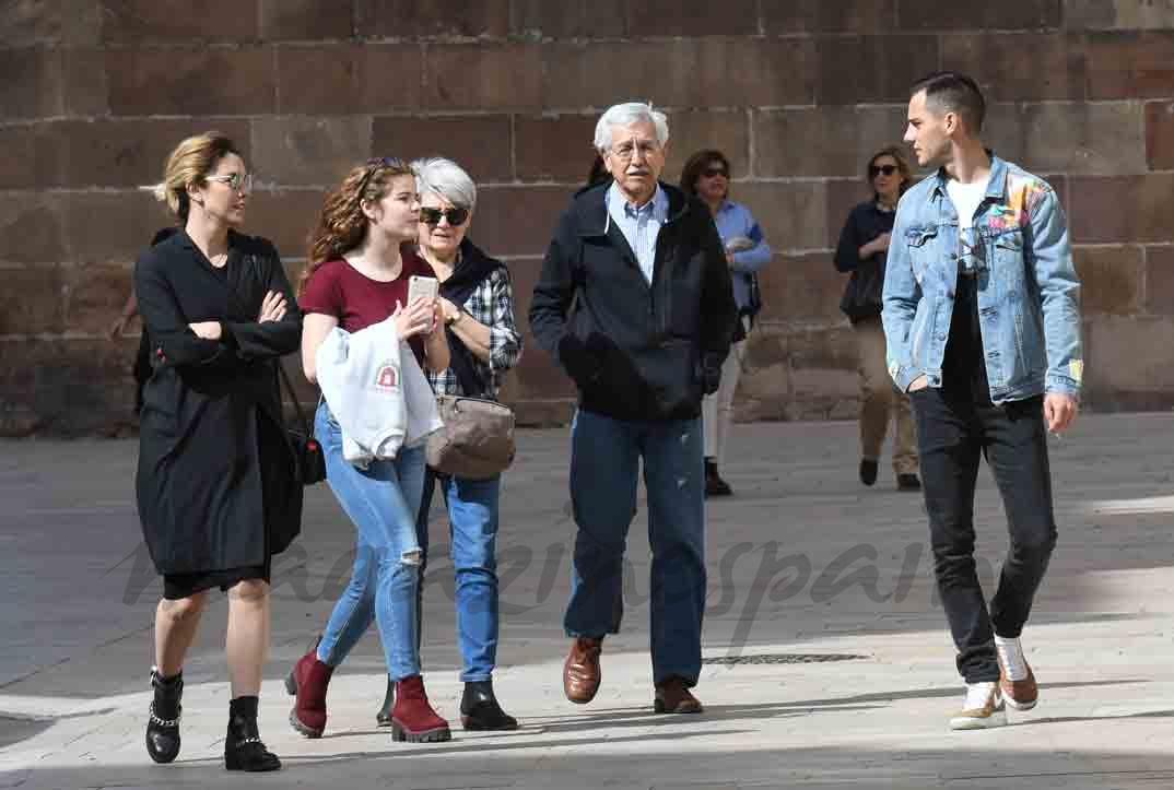 blanca suarez y joel bosqued con los padres de la actriz en malaga