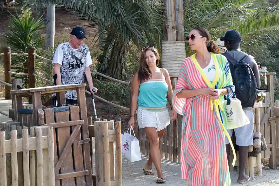 boris becker vacaciones en ibiza escayolado