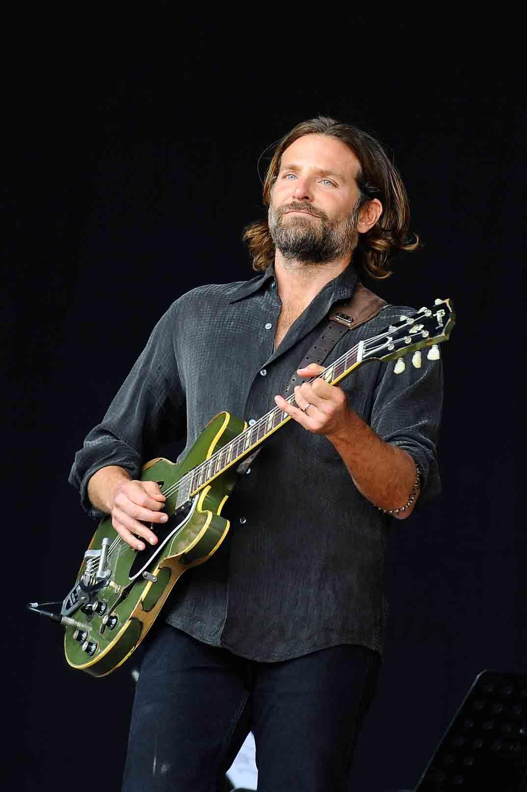 bradley cooper concierto de guitarra