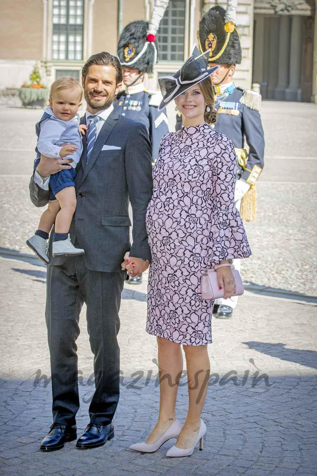 Carlos Felipe de Suecia con la princesa Sofía y el pequeño Alexander