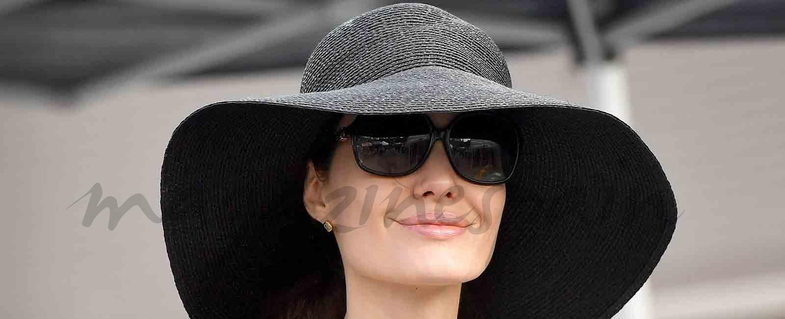 Angelina Jolie, compras navideñas con sus hijos